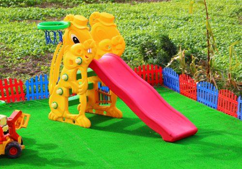 Детская площадка с использованием материала