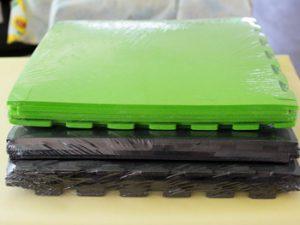 Упаковка плотных матов-пазлов для тренажеров